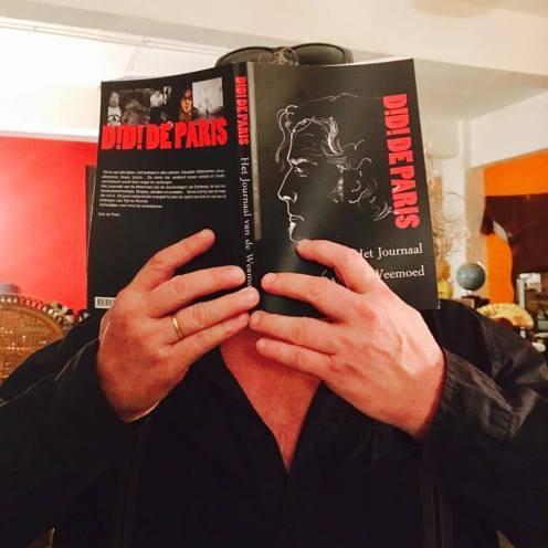 11 auteur verdwijnt in boek